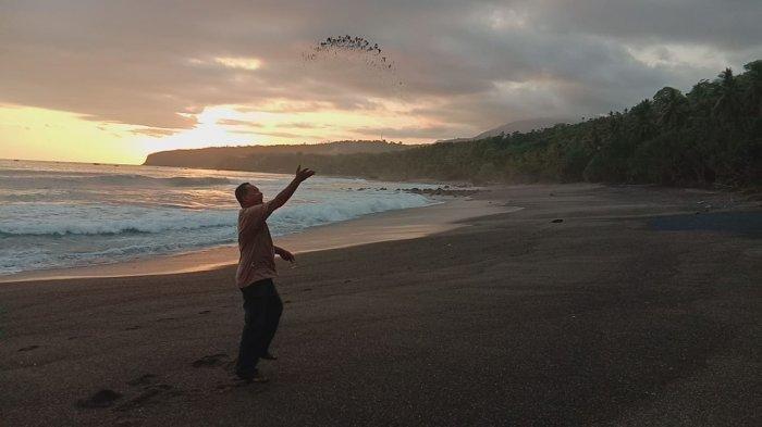 Pantai Ipir dan Langit Sorenya yang Indah