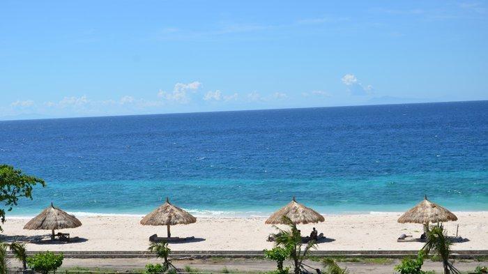 Pantai Mananga Aba di Desa Karuni, Kecamatan Loura, Kabupaten Sumba Barat Daya atau SDB, Provinsi Nusa Tenggara Timur ( NTT ), Indonesia.