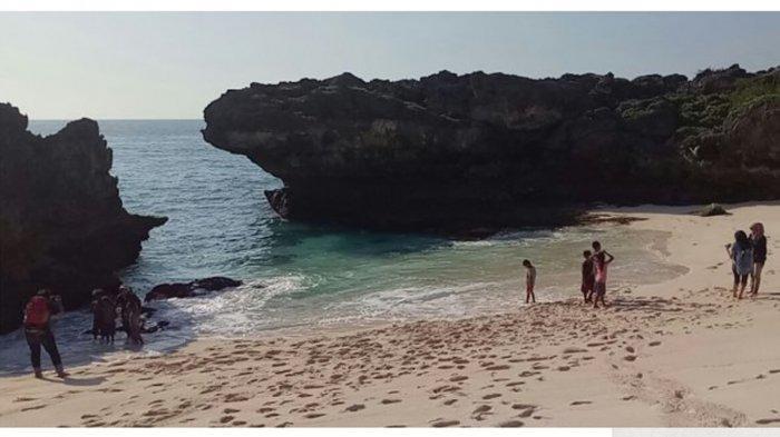 Pantai Mandorak di Kabupaten Sumba Barat Daya atau SBD Provinsi NTT, Indonesia