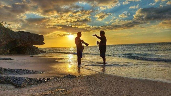 Pantai Oro atau Oro Beach Sajikan Batu Karang yang Kokoh di Kabupaten Sumba Barat Daya, Provinsi NTT, Indonesia.