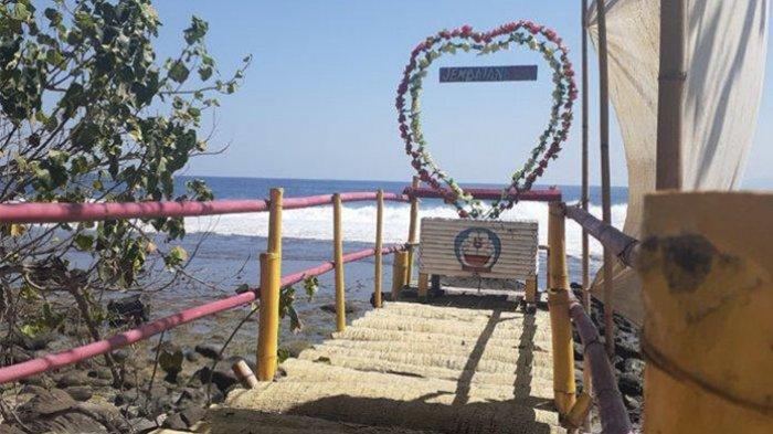 Pantai Watu Liwung Blatang, Menikmati Ganasnya Gelombang Laut di Pantai Selatan