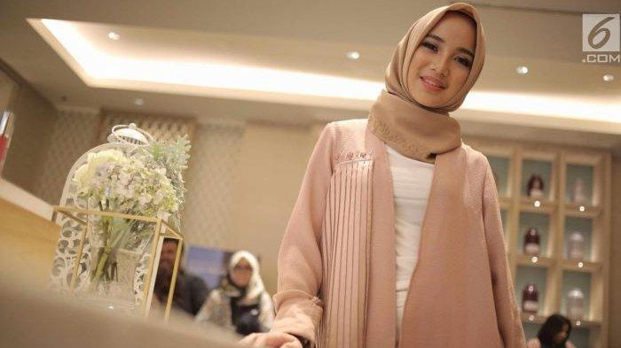 Chacha Frederica Pamer Outfit Lokal
