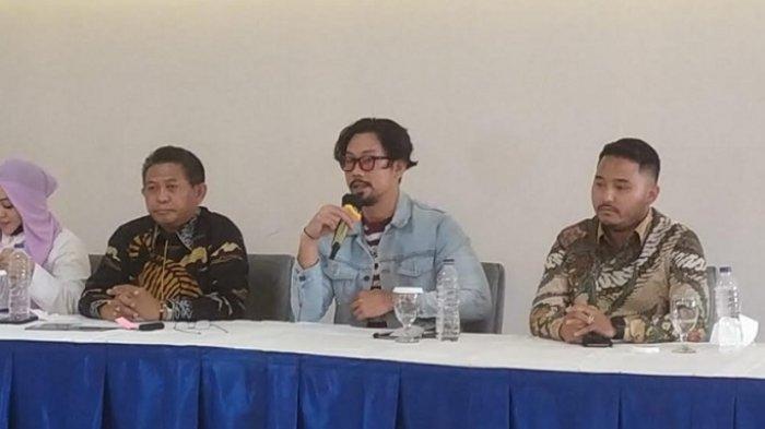 Denny Sumargo saat menggelar jumpa pers di kawasan Meruya Jakarta Barat, Kamis (30/9/2021).