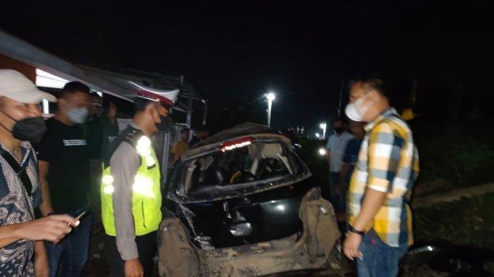 Mobil Sedan Ditabrak Kereta Api Kuala Stabas di Lampung, 2 Orang Mahasiswa Tewas di TKP