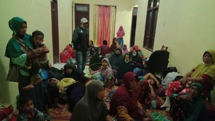 Ratusan Warga di Aceh Timur Mengungsi Setelah Warga Diduga Terpapar Gas Beracun