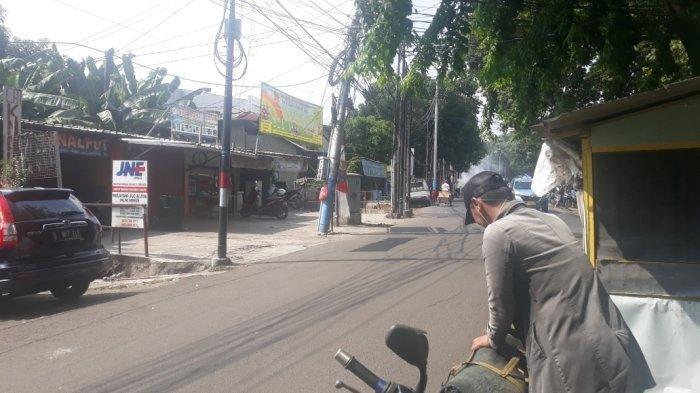 Jalan Lapangan Tembak depan Komplek Hankam lokasi penyerangan anggota geng motor di Ciracas, Jakarta Timur, Senin