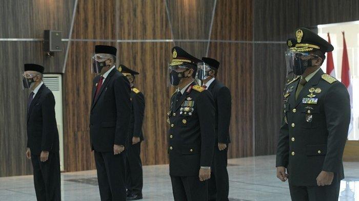 Peringati HUT Bhayangkara Ke-75, Gubernur Aceh dan Forkopimda Ikuti Upacara yang Digelar Virtual
