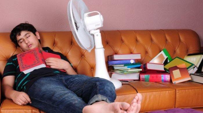 Seberapa Bahaya Tidur dengan Kipas Angin Menyala?