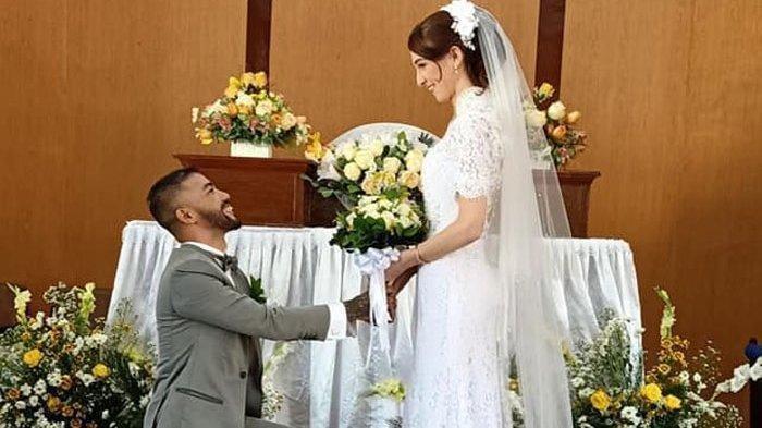 Seorang putra Parsoburan Jeff Rekando Lubis menikahi gadis Inggris Rebecca Elizabeth