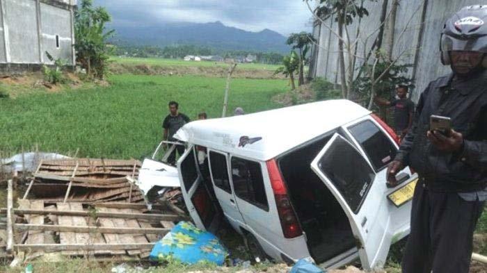 Dump Truck Versus Mopen L300, Lima Orang Luka-Luka
