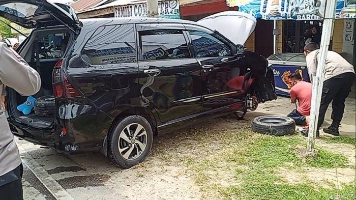 Terjebak Oli Tumpah, Mobil Polisi Terguling di Tamiang