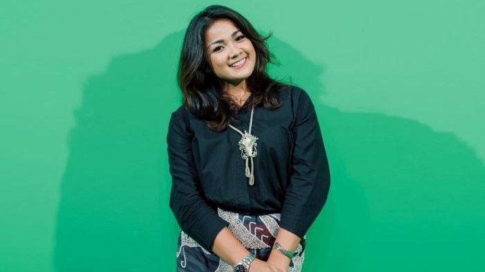 Nirina Zubir Sedih Jadi Wanita Pekerja