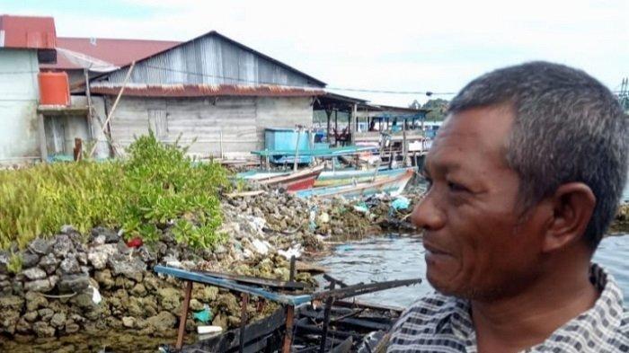Perahu Terbakar, Nelayan Selamatkan Diri Lompat ke Laut