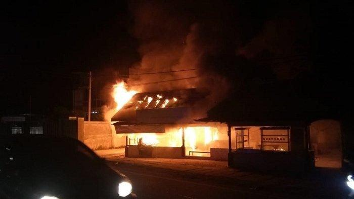 Lama Tak Ditempati, Satu Pondok Ludes Terbakar