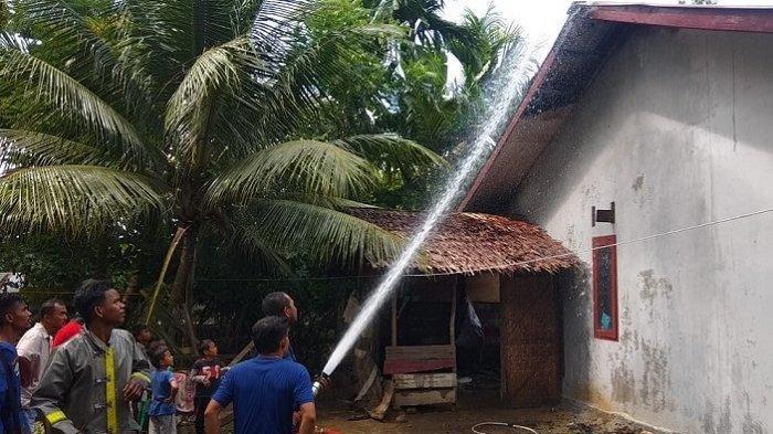 Sebuah Rumah di Peudada Terbakar