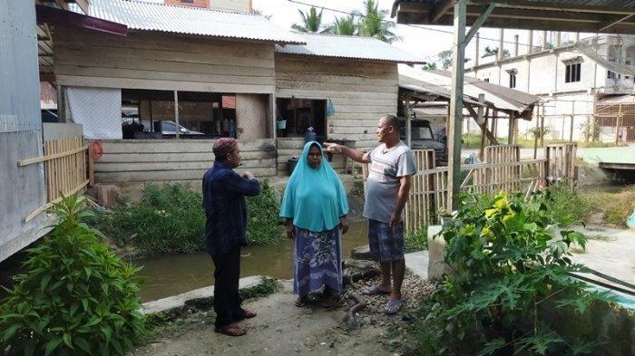 Heboh, Muspika Beri Solusi Untuk Rumah Nek Khatijah di Aceh Timur yang tak Miliki Jalan Keluar Masuk