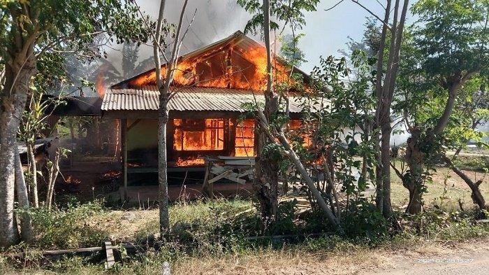 Pergi ke Rumah Anak, Rumah Wanita Lansia Dilalap Api