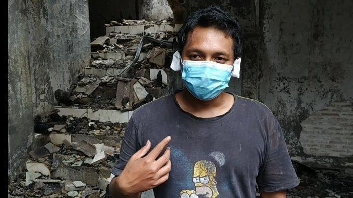 Satria Puji Wijayanto pemilik rumah yang terbakar, di Jalan Taman Indah VI No 50 RT 04 RW 07, Sepanjang, Taman, Sidoarjo, hingga menewaskan 80 ekor ular Ball Python, Selasa (21/9/2021) dini hari.