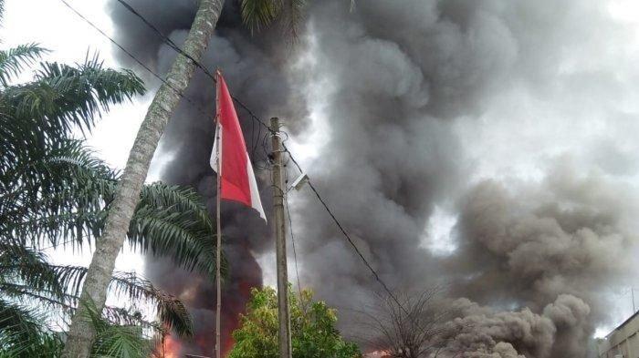 Satu Rumah Warga di Samping Mapolres Langsa Terbakar
