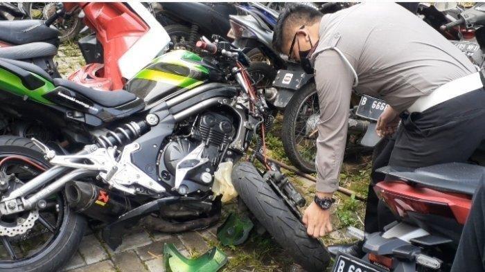 Kondisi moge Kawasaki RE-6n yang terlibat kecelakaan maut di Bintaro, Pondok Aren, Tangsel saat diamankan di Mapolres Tangsel, Selasa (2/8/2021). (TribunJakarta/Jaisy Rahman Tohir)