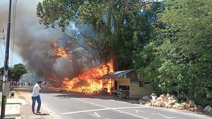 Sembilan Kios Perajin Rotan dan Satu Rumah Terbakar