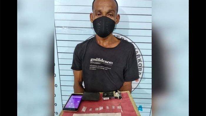Polisi Borgol Pria yang Sedang Asyik Main Game Higgs Domino