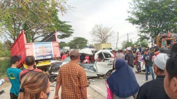 Kecelakaan maut di Jalur Pantura Indramayu tepatnya di Desa Santing, Kecamatan Losarang, Minggu (19/9/2021).