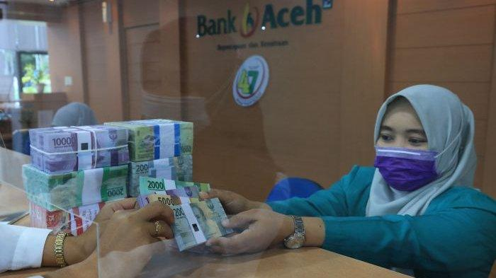 Stok Uang Pecahan Kecil di Bank Aceh Meulaboh Cukup untuk Hari Raya Idul Fitri - tukar-uang-pecahan-kecil-di-bank-aceh.jpg