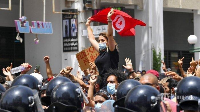 Perdana Menteri Tunisia Dipecat dan Parlemen Diskors oleh Presiden atas Penanganan Pandemi Covid-19