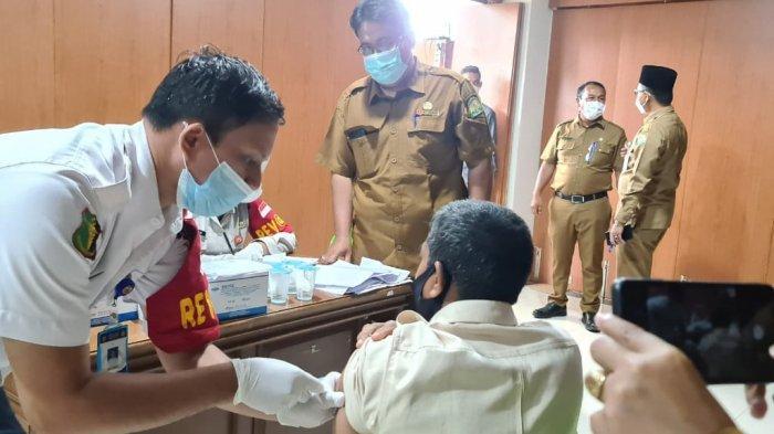 Gelar Vaksinasi Massal, Pemerintah Pastikan Stok Vaksin Cukup Bagi Seluruh Masyarakat Aceh
