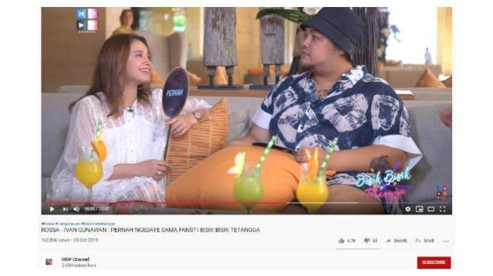 Penyanyi Sri Rossa Roslaina Handiyani atau lebih dikenal dengan nama Rossa mengaku pernah berkencan dengan penggemarnya. (Capture YouTube MOP Channel)