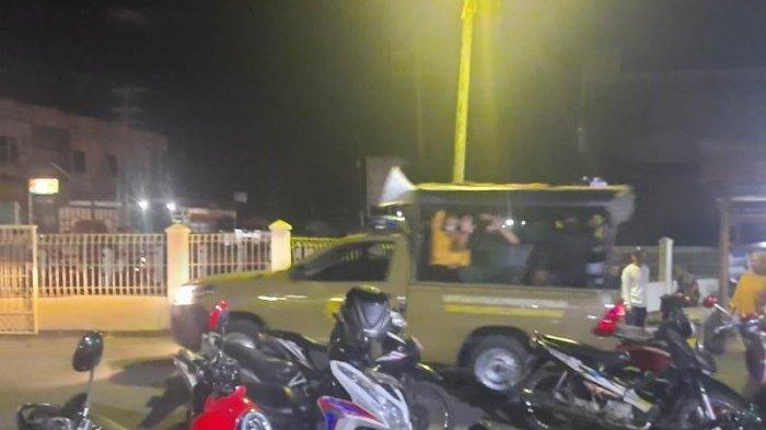 Warga Mutiara Gerebek Pasangan Mesum di Toko Grosir, Sempat Buka Celana dan Diserahkan ke WH