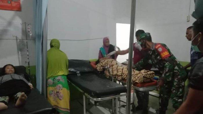 Warga Desa Panton Rayeuk T, Aceh Timur, yang mengalami sesak napas dan muntah saat dirawat di Puskesmas Banda Alam, Aceh Timur, Minggu (27/6/2021) malam.