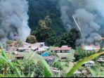 kebulan-asap-yang-berasal-dari-sejumlah-bangunan-yang-dibakar-kkb-di-distrik-kiwirok-papua.jpg