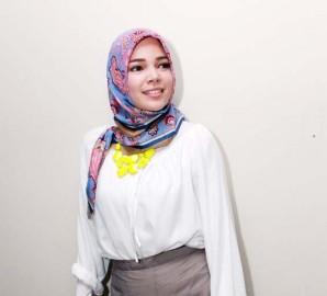 Dewi Sandra Merasa Jauh Lebih Damai - 120714foto_1.jpg