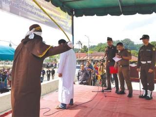 Dua Pasangan Mesum Dieksekusi Cambuk, Di Lhokseumawe dan Simeulue