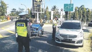 Terobos Razia, Mobil APV Dicegat dengan Tembakan