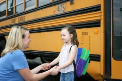 Kiat Ajari Anak Naik Kendaraan Umum