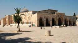 Menantang Maut untuk Shalat di Masjid Al Aqsha