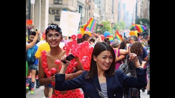 Aming Nyaris Bugil Ikut Meriahkan Pesta Kaum Luth di NY