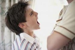 Saat Anak Marah dan Memukul, Lakukan Hal Ini