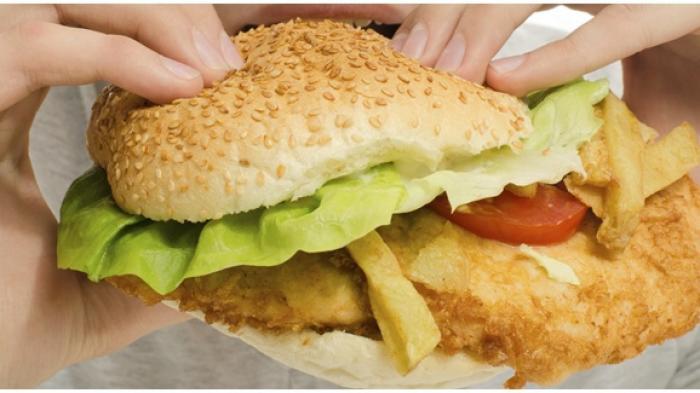 Anak yang Sering Makan Fast Food Kecerdasannya Menurun