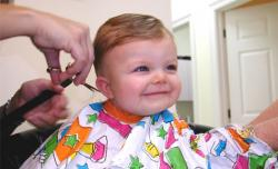 Tips Aman Saat Cukur Rambut Bayi