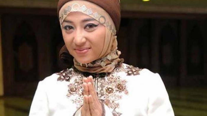 Dewi Perssik Jadi Qoriah