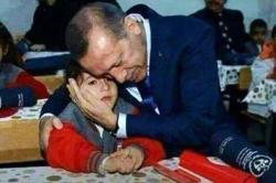 Erdogan Jadi Wali Anak Yatim Ini dalam Pertemuan Ayah di Sekolah