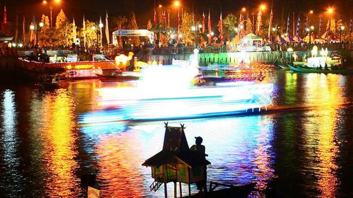 Festival Jukung Hias Meriahkan HUT Pemko ke-488