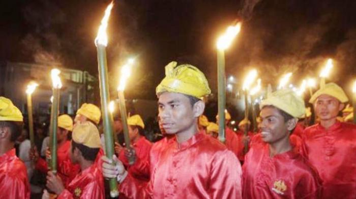 Pawai Obor Awali Festival Legu Gam