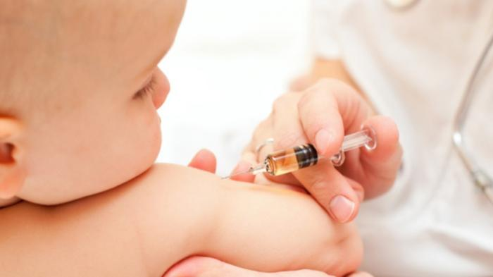 Jangan Terlambat Berikan Imunisasi Bayi
