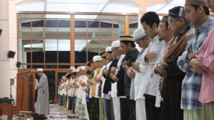 Berharap Mahasiswanya Segera Bergegas ke Masjid Setelah Dengar Azan