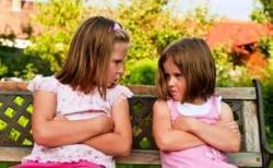 Umur Berapa Kakak-Adik Berhenti Bertengkar?